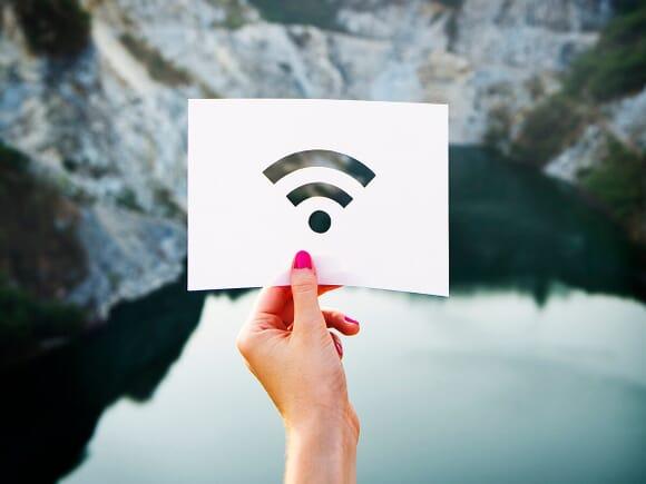 Símbolo wifi en papel troquelado