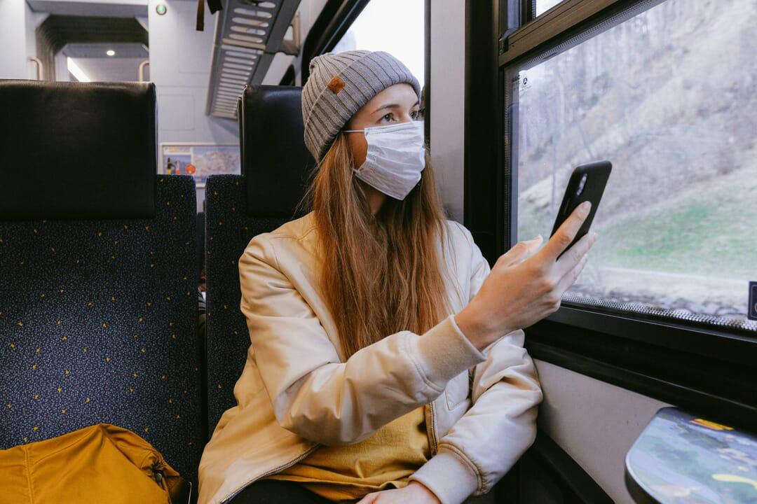 Viajar con máscara por el coronavirus