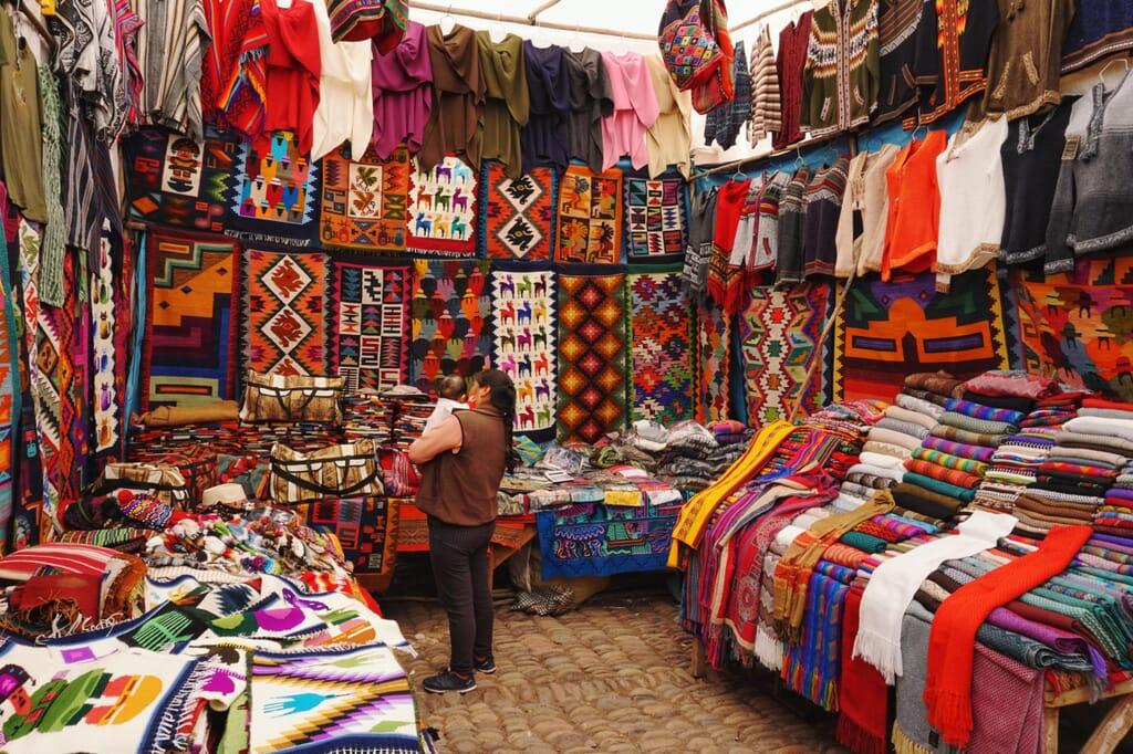 Kleidermarkt in Peru
