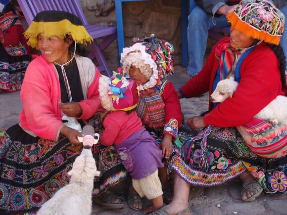 Pobladores de Ollantaytambo, Tour desde Cusco y Machupicchu, Perú