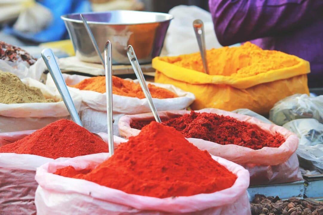 Mercado en Mapusia, India