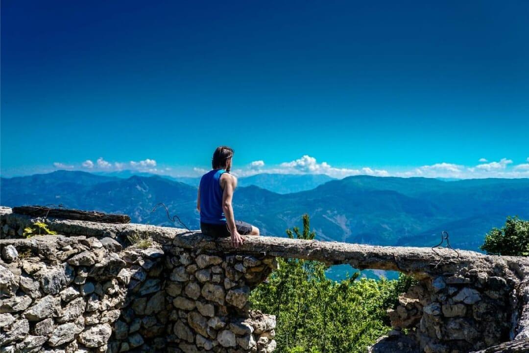 En una cima de Tirana, Albania, que ver
