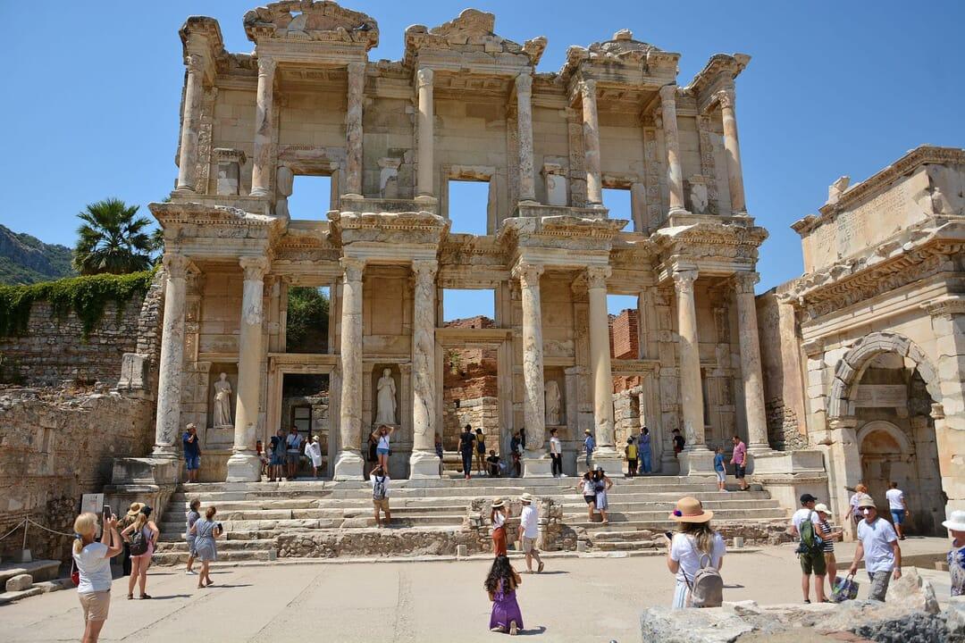 Biblioteca de Celso en las ruinas de Éfeso, Turquía, joya arqueológica